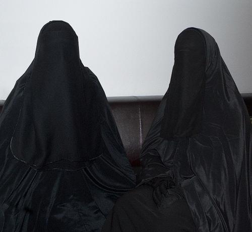 Solusi agar Anak-anak Mau Berpakaian Syar'i
