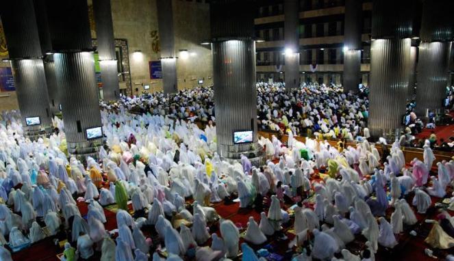 Perempuan shalat berjama'ah di masjid apakah pahalanya sama dengan pahalanya orang laki laki?. Mohon penjelasannya, terimakasih....