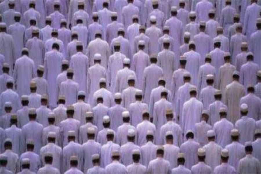 Shalat jamaah sedangkan imamnya berada dalam kondisi tertentu, maka perbuatlah sebagaimana yang diperbuat Imam tersebut