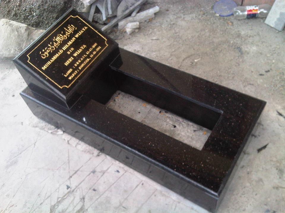 Hukumnya jika kita mengeramik makam? Alasan ana supaya ndak hilang karena dikampung pemakaman umum yang bisa siapa saja menemp
