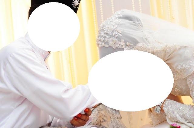 Mencium Tangan Suami Setelah Sholat Berjama'ah