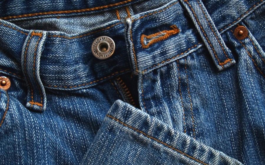 Shalat Memakai Baju Selutut, Kerudung Sebahu & Celana Panjang Ketat