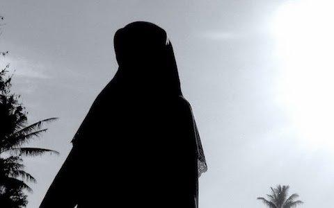 Wanita Lebih Utama Shalat Munfarid di Rumah atau Berjamaah