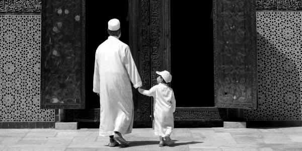 Hukum Membawa Anak ke Masjid
