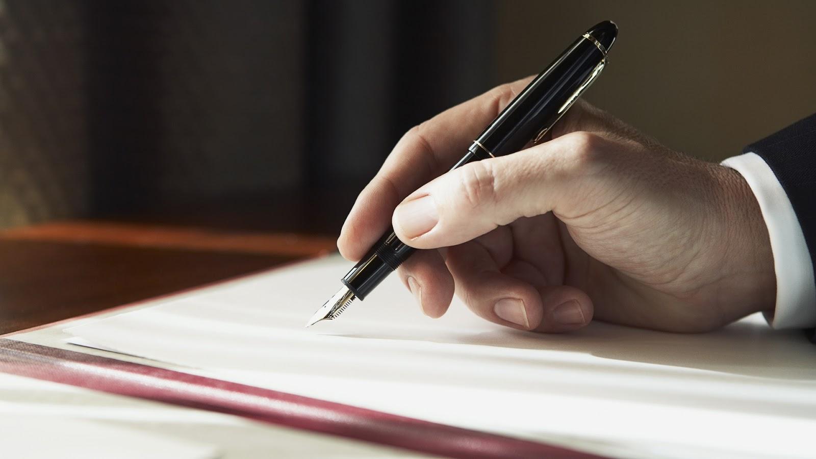 Bagaimana Hukum Membuat Fiksi Demi Mendapatkan Bayaran Tinggi