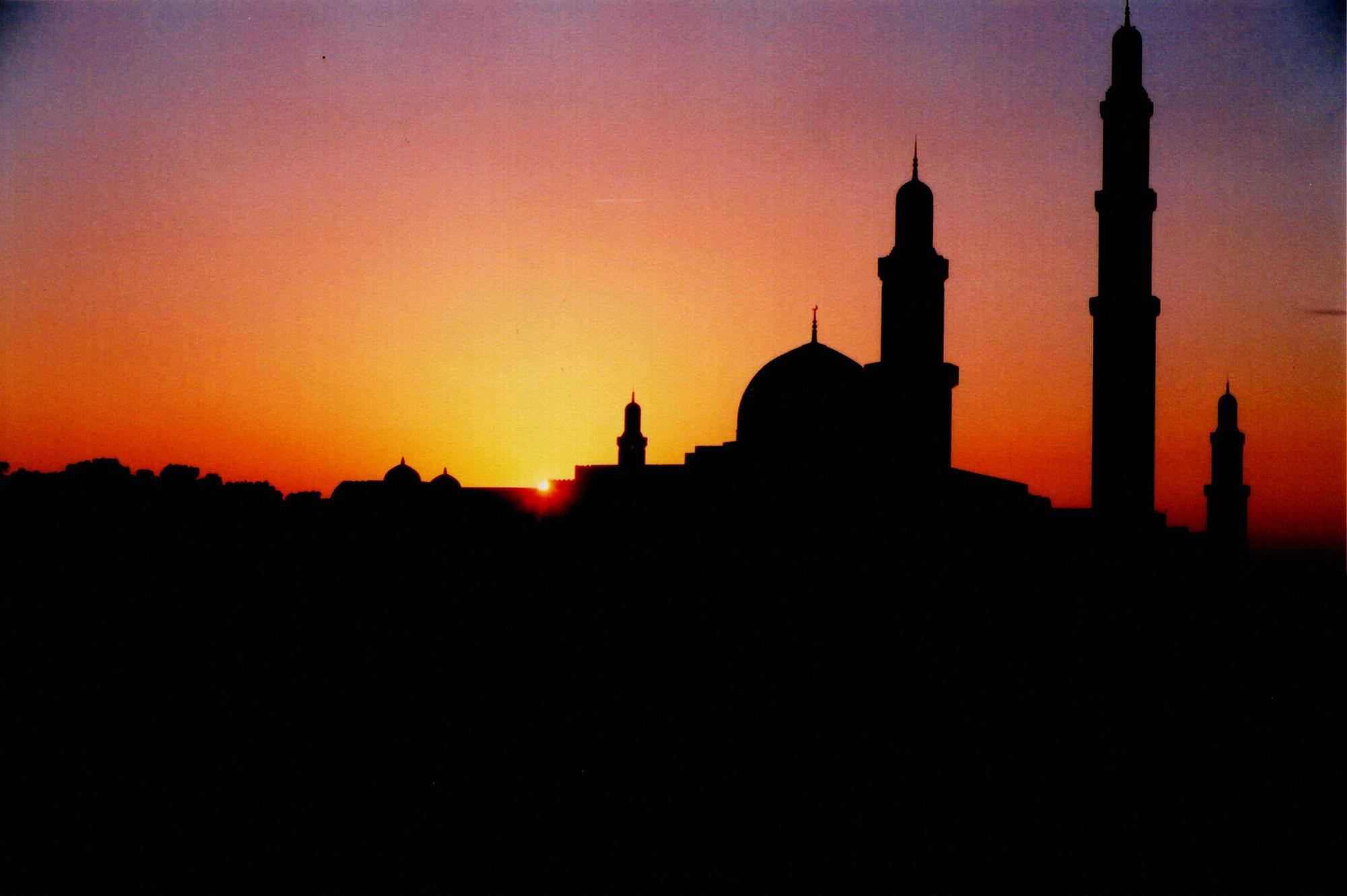Hukum Pengojek Menunggu Penumpang di Masjid