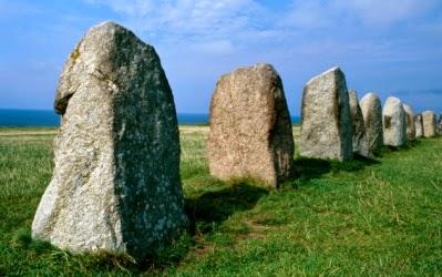 kisah batu yang membawa lari baju nabi musa