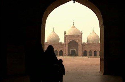 Riwayat Keutamaan Berjalan Ke Masjid - bimbinganislam.com