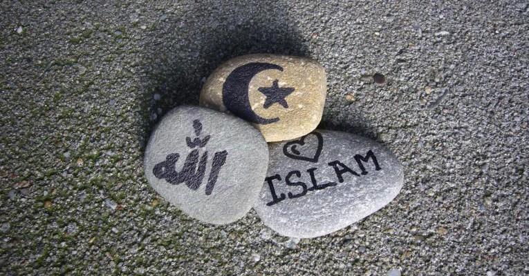 Perbedaan Hukum Islam Dan Syariat Islam