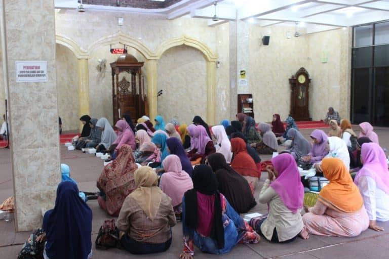 Apakah Majelis Tanpa Hijab Termasuk Ikhtilat?