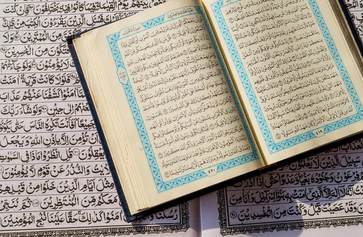 Penjelasan hadits Tentang Orang Tua yang Mendapatkan Mahkota Karena Anaknya Hafizh Al-Quran bimbingan islam
