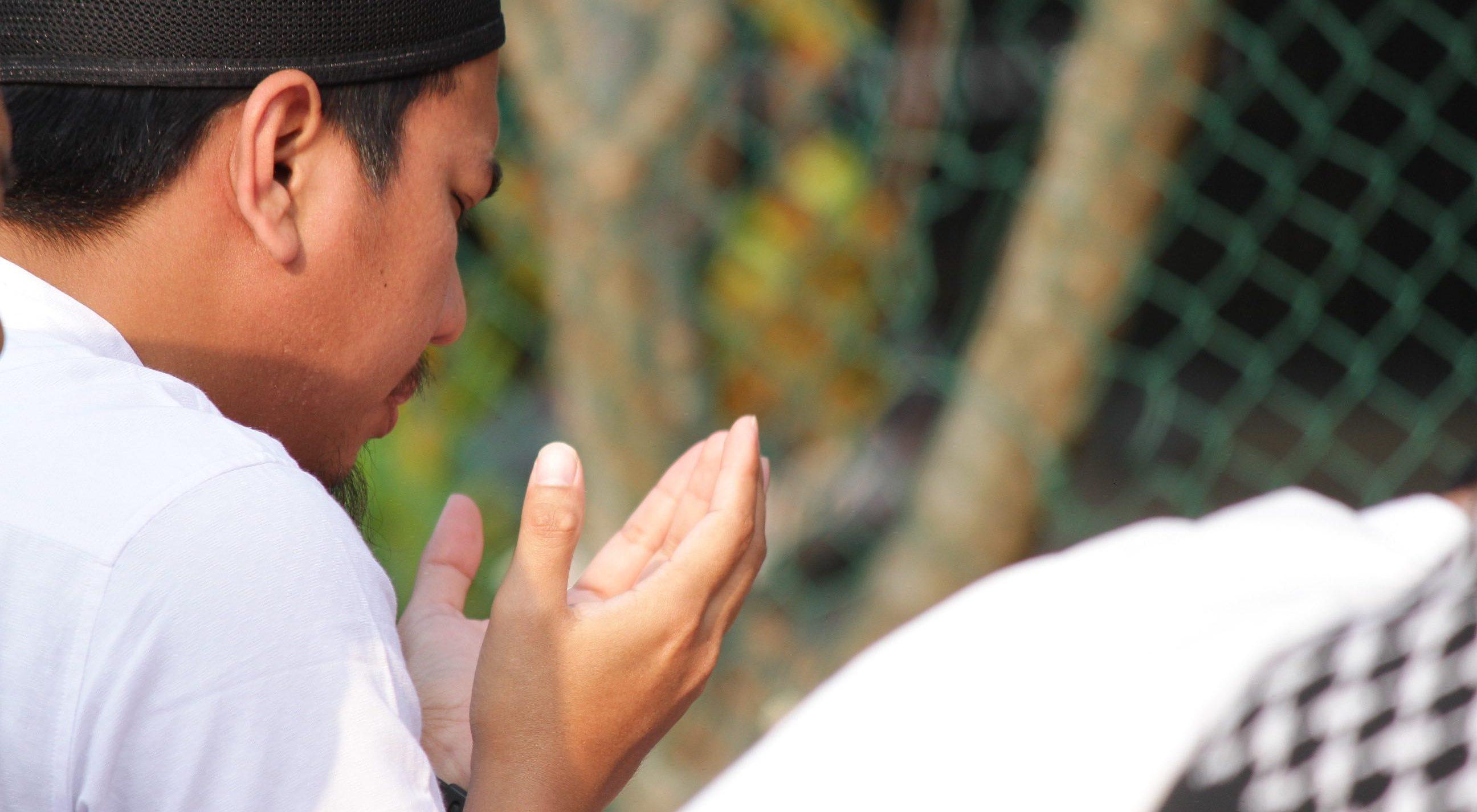 Kaya Raya Dengan Baca Laa Ilaaha Illallahul Malikul Haquul Mubin 100 Kali bimbingan islam
