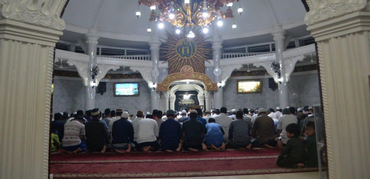 Dua Imam Dalam Satu Masjid, Ikut yang Mana bimbingan islam