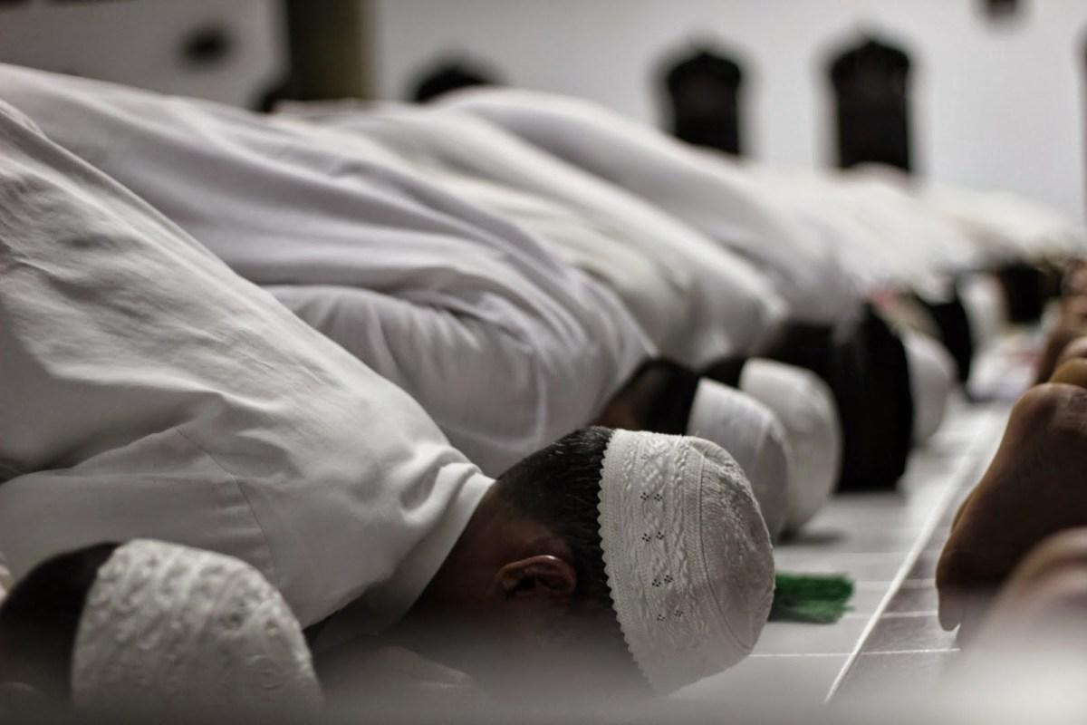 Imam Sholat Tidak Sadar Jika Junub, Apakah Sholat Makmum Diulang bimbingan islam