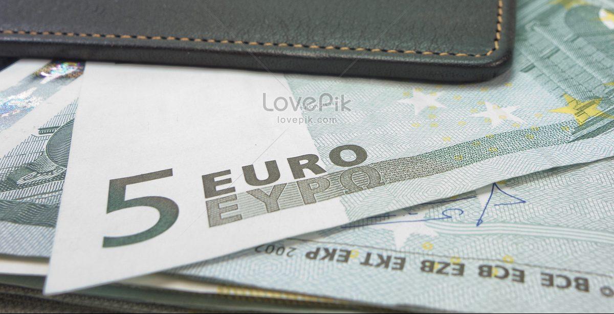 Bagaimana Pembagian Uang Nafkah Kepada Istri Dalam Islam?
