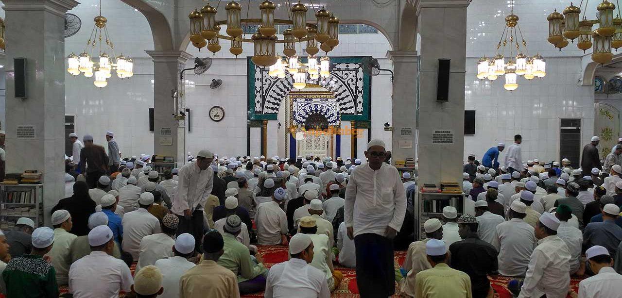 Kapan Membaca Al Fatihah Ketika Shalat Berjamaah bimbingan islam