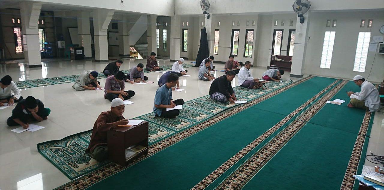 Menyekolahkan Anak di Sekolah Umum atau Di Pesantren bimbingan islam