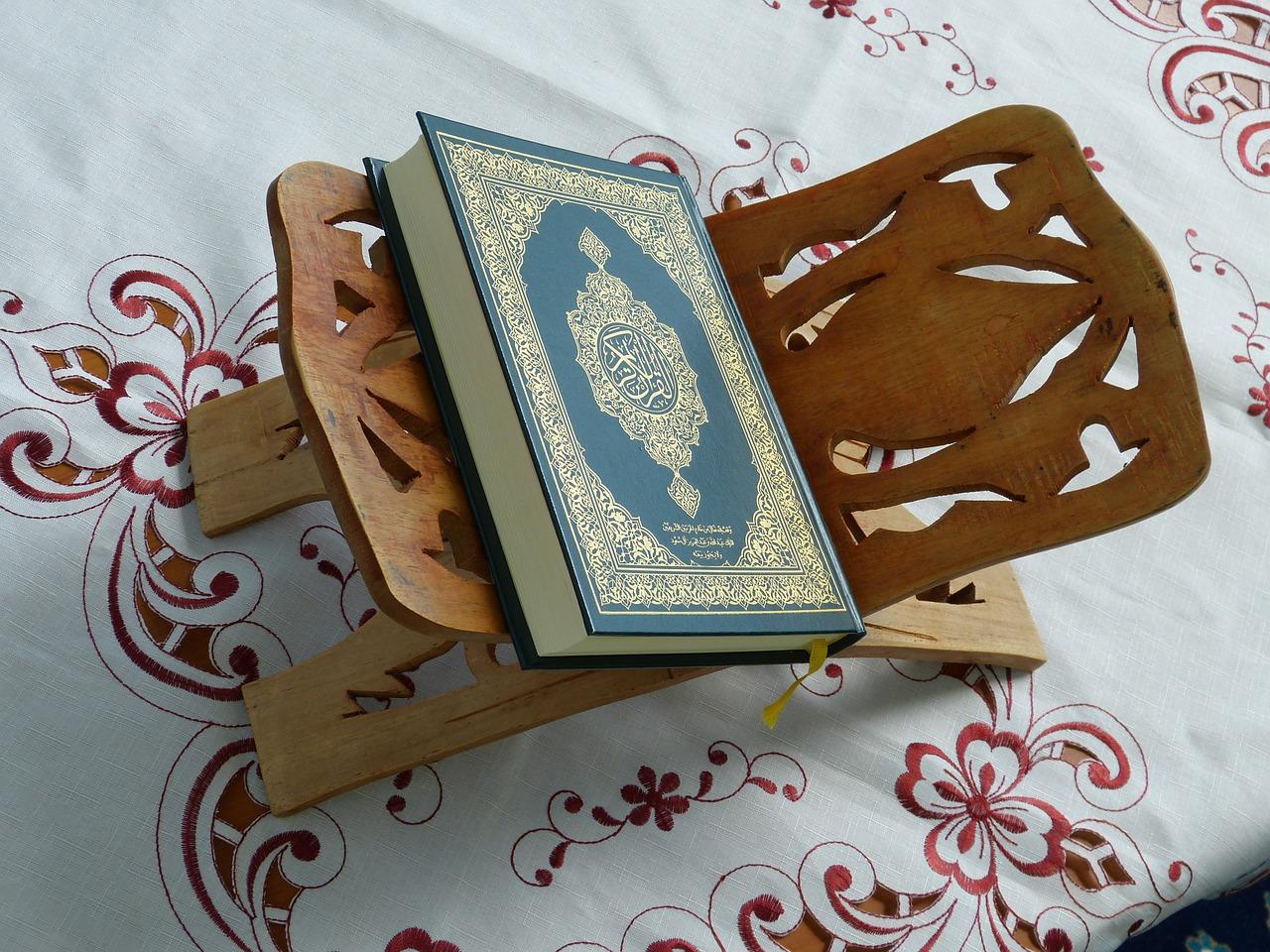 Pahala Membaca Al Quran Mengalir Kepada Keluarga bimbingan islam