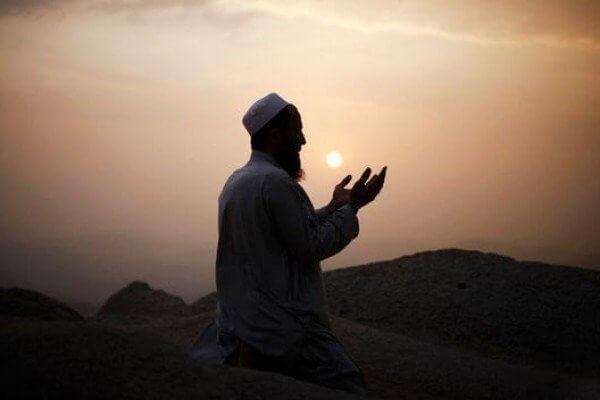 Apa Hukum Doa Sehari-Hari? Wajib Atau Sunnah?