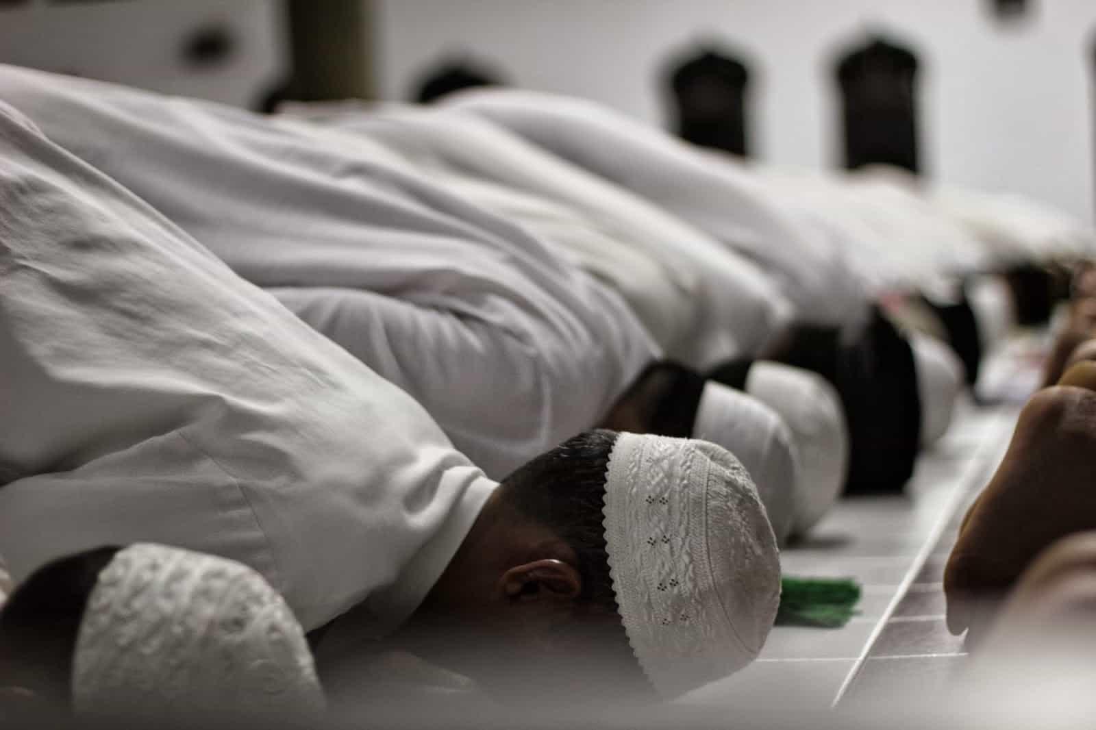 Bergerak Tiga Kali Dalam Sholat bimbingan islam