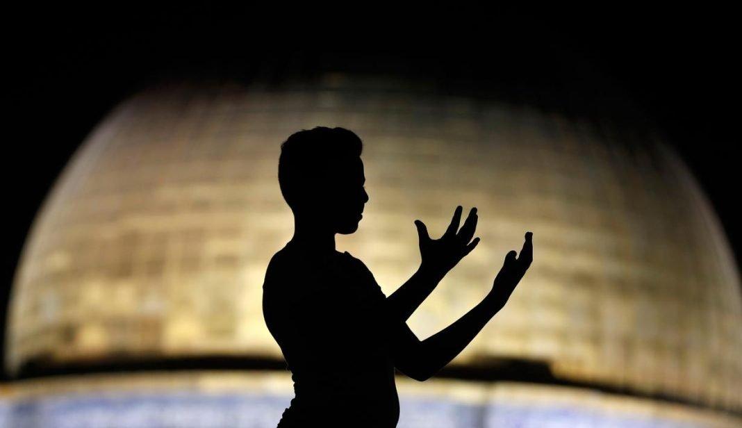 Doa Anak Untuk Orang Tua Beda Agama, Apakah Dikabulkan bimbingan islam