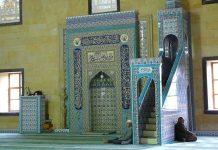 Bagaimana Hukum Meninggikan Tempat Shalat Imam bimbingan islam