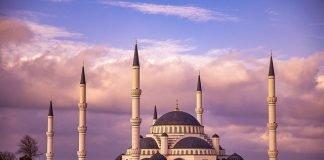 Khutbah JumatMengejar Kemuliaan Hakiki bimbingan islam