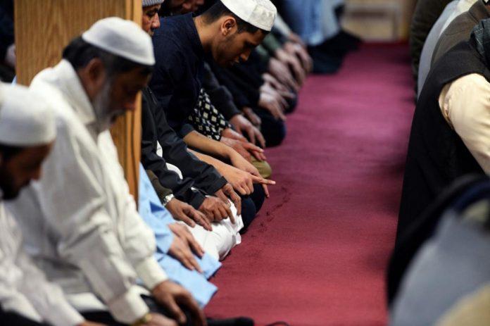 Tidak Mampu Duduk Tawarruk, Bolehkah Iftirasy bimbingan islam