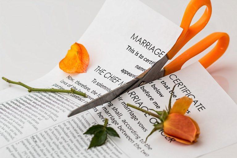 Talak Kiasan Setelah Menuduh Istri Selingkuh
