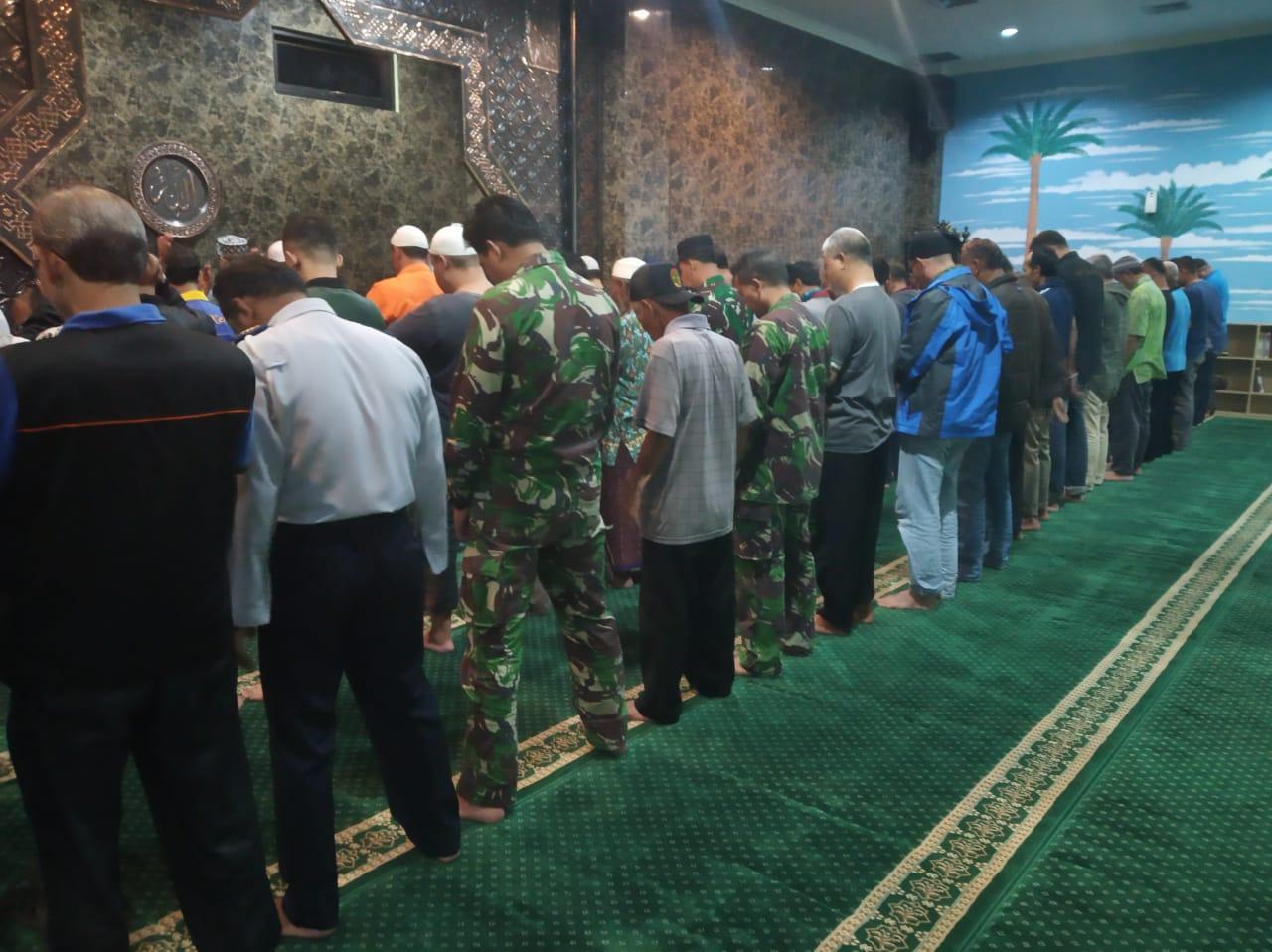 Hadits-Hadits Tentang Sholat Lima Waktu Sholat Didakwahkan Setelah Syahadatain bimbingan islam